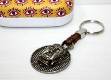 Llavero Piel Trenzada Buda en Caja de Metal